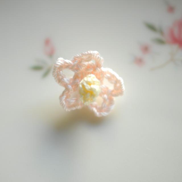小さな花の手編みモチーフ