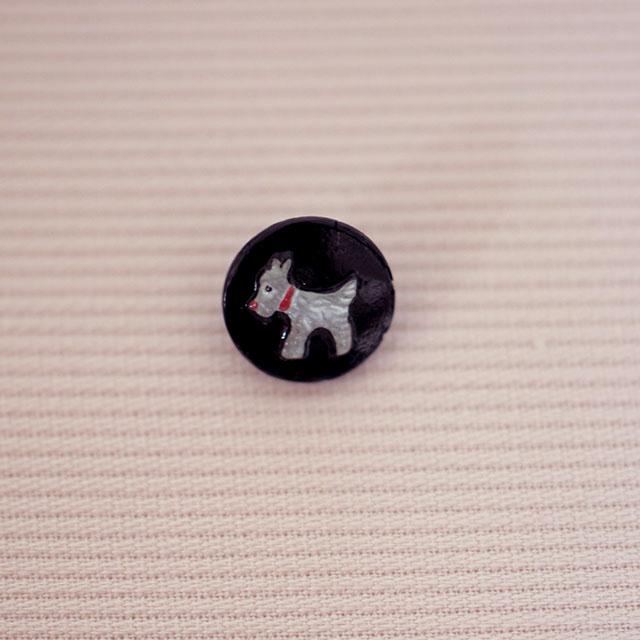 小さなテリアのボタン